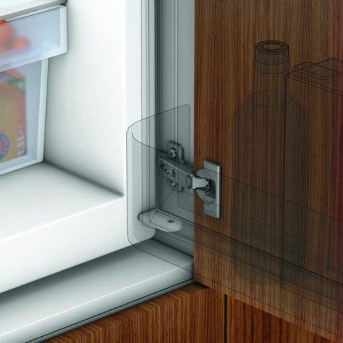 K-BLUM ráütődő pánt 95°, beépített hűtőszekrényekhez csavaros rögzítés + talp